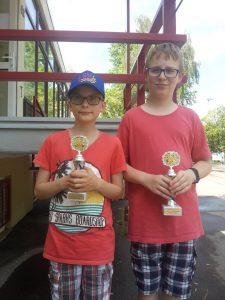 Felix & Max mit ihren Pokalen in Rommelshausen