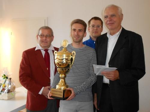 Andreas Reuss bei der Pokalübergabe