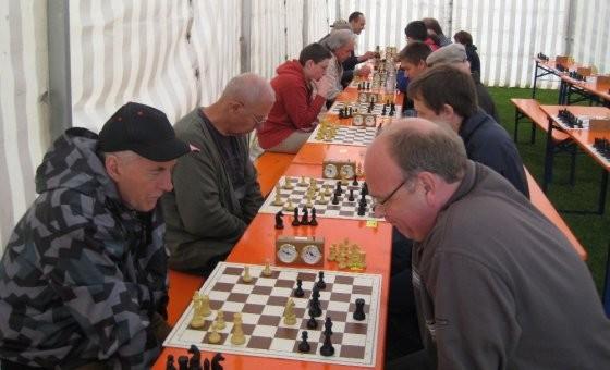 Sommerfest 2009: Schnellschach-Turnier in dicker Kleidung